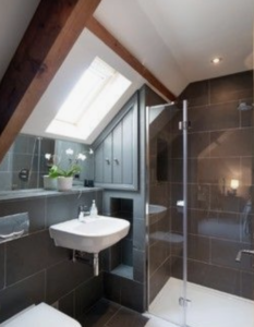 The roof window in this loft conversion give natural light to the bathroom